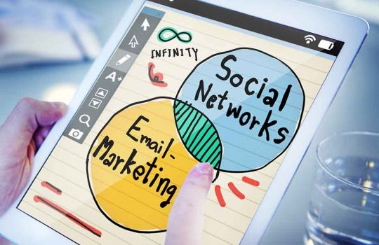 combine email marketing and social media
